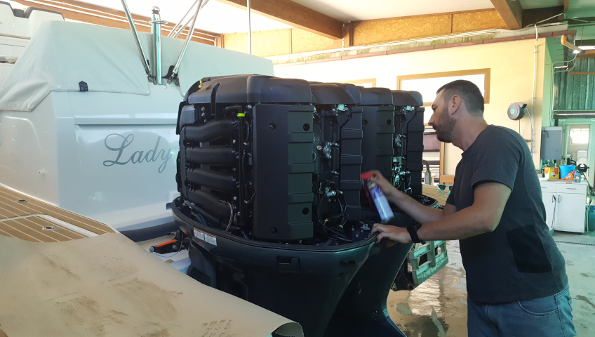 Yamaha engine maintenance - Boat storage on Elba Island